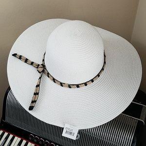 NWT - MAGID HATS WHITE LARGE BRIM BEACH/SUN HAT